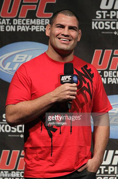 Heavyweight Champion Cain Velasquez interacts with fans at the UFC Fight Club Q&A prior to the UFC 124 Weigh-in at the Bell Centre on December 10,...