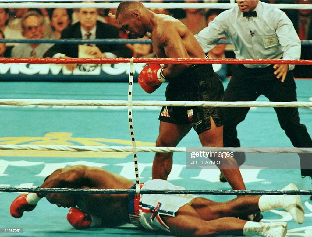 Heavyweight Champion Mike Tyson, of the US, stands : ニュース写真