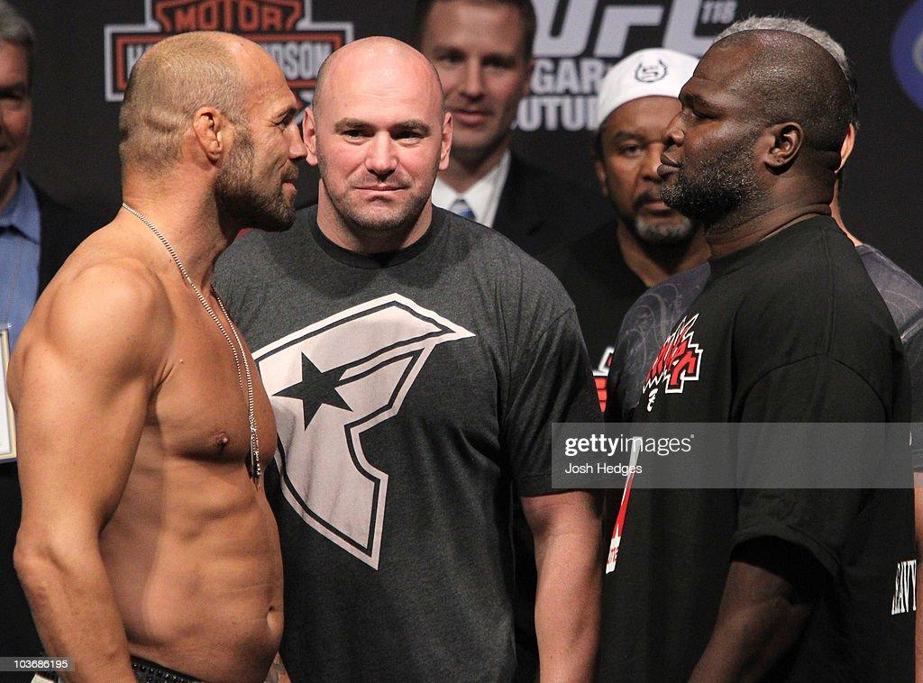 UFC 118 Weigh-in : News Photo
