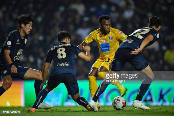 Heberty fernandes of Port FC seen in action during the Thai League 2020 match between Buriram United and Port FC at Buriram Stadium. .