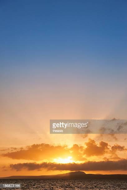 hebridean coucher du soleil - theasis photos et images de collection