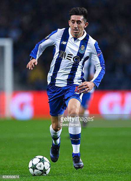 Hecor Herrera of FC Porto runs with the ball during the UEFA Champions League match between FC Porto and Leicester City FC at Estadio do Dragao on...