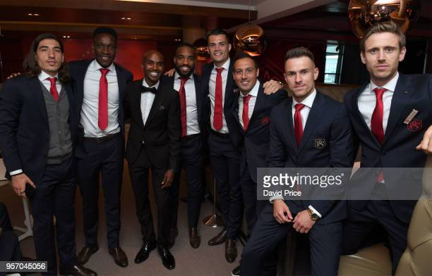 Hector Bellerin Danny Welbeck Alexandre Lacazette Granit Xhaka Santi Cazorla Aaron Ramsey and Nacho Monreal of Arsenal with Athlete Mo Farah at the...