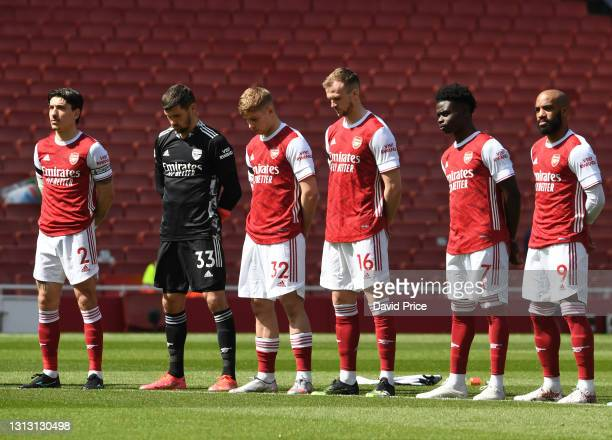 Hector Bellerin, Mat Ryan, Emile Smith Rowe, Rob Holding, Bukayo Saka and Alexandre Lacazette of Arsenal during a minutes silence to honour the...