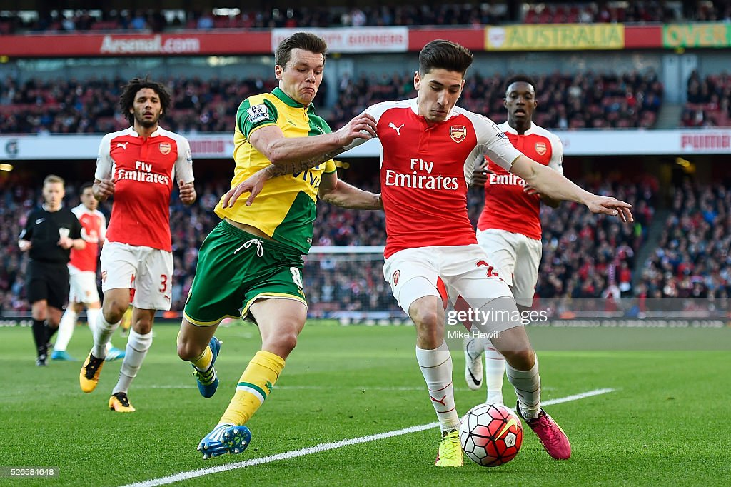 Hector Bellerin of Arsenal is challenged by Jonathan Howson of Norwich City during the Barclays Premier League match between Arsenal and Norwich City at The Emirates Stadium on April 30, 2016 in London, England