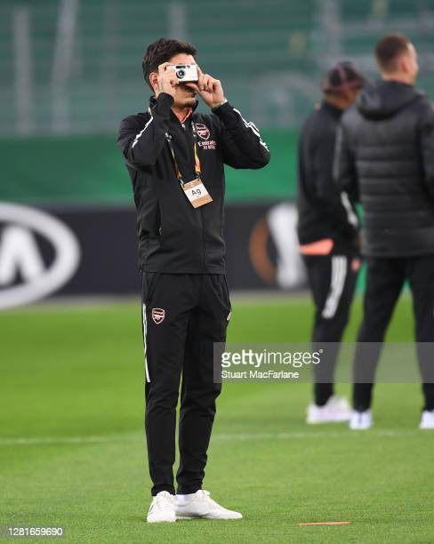 Hector Bellerin of Arsenal takes a photo before the UEFA Europa League Group B stage match between Rapid Wien and Arsenal FC at Allianz Stadion on...