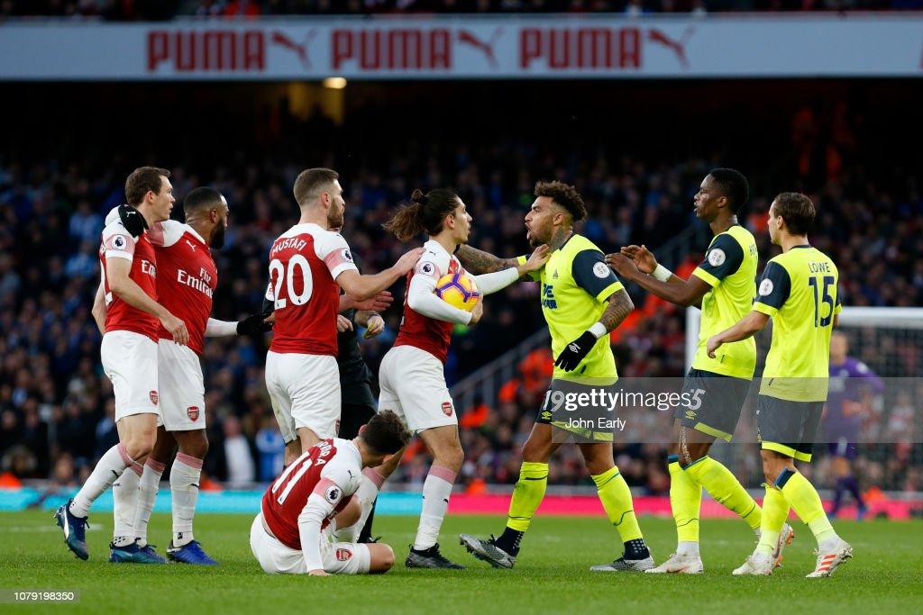 Arsenal FC v Huddersfield Town - Premier League : News Photo