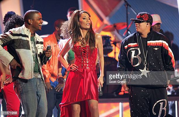 """Hector """"El Father"""" Medley, Ivy Queen perform onstage at the 7th Annual Latin Grammy Awards at Madison Square Garden November 2, 2006 in New York City."""