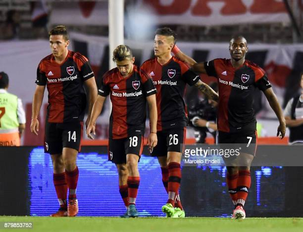 Hector Fertoli of Newell's Old Boys celebrates with teammates after scoring the third goal of his team during a match between River and Newell's Old...