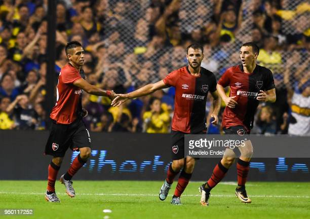Hector Fertoli of Newells Old Boys celebrates with teammates after scoring the first goal of his team during a match between Boca Juniors and...