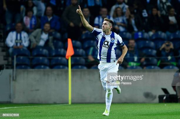 Hector Herrera of FC Porto celebrates after scores the first goal during the UEFA Champions League group G match between FC Porto and RB Leipzig at...