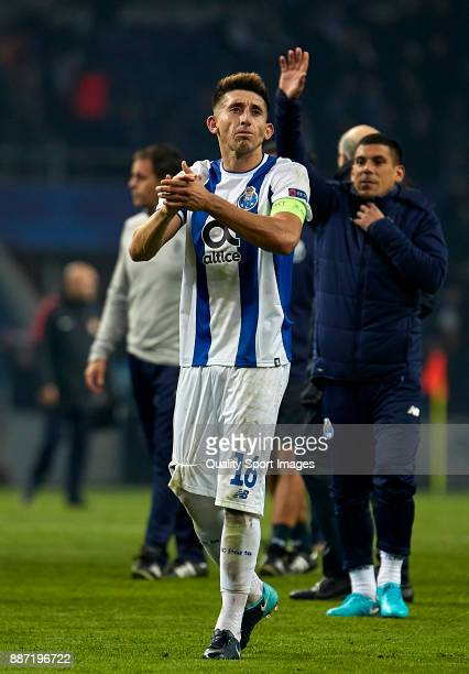Hector Herrera of FC Porto celebrates the victory with his fans after the UEFA Champions League group G match between FC Porto and AS Monaco at...