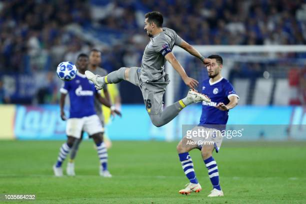 Hector Herrera of FC Porto controls the ball during the Group D match of the UEFA Champions League between FC Schalke 04 and FC Porto at VeltinsArena...