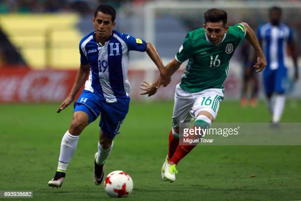 HeŽctor Herrera of Mexico fights for the ball with Oliver Morazan of Honduras during the match between Mexico and Honduras as part of the FIFA 2018...