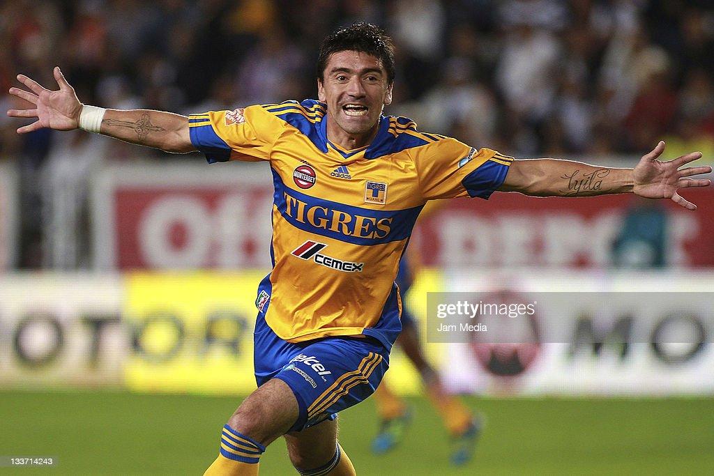 Pachuca v Tigres - Apertura 2011