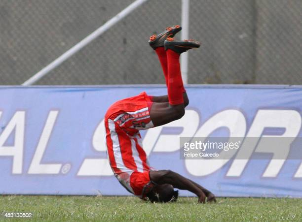 Hector Murillo of Expreso Rojo celebrates after scoring the second goal against America de Cali during a match between America de Cali and Expreso...
