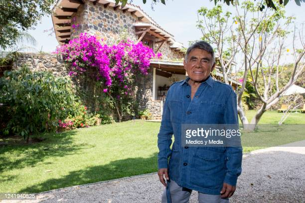 Hector Suarez gave us a shooting at his house to show the characterization process that he goes through before going on stage to interpret his...