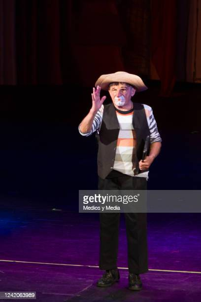 Hector Suarez performs during the premiere of the play 'Estoy Loco' on October 24 at 'Teatro Aldama' in Mexico City Mexico