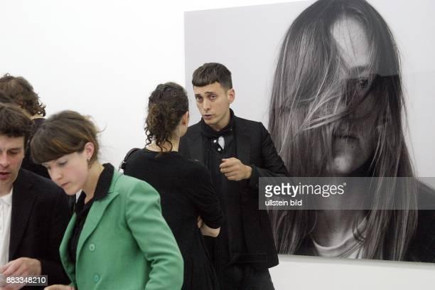 Hedi Slimane Designer Fotograf Frankreich in der Galerie Arndt Partner zu seiner kuratierten Ausstellung 'Sweet Bird of youth'