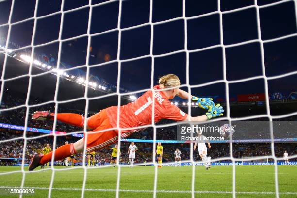 Hedvig Lindahl of Sweden saves a penalty from Janine Beckie of Canada during the 2019 FIFA Women's World Cup France Round Of 16 match between Sweden...