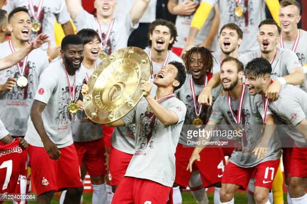 Hee Chan Hwang of Salzburg celebrates with his teammates with the austrian soccer championships trophy prior the tipico Bundesliga match between Red...