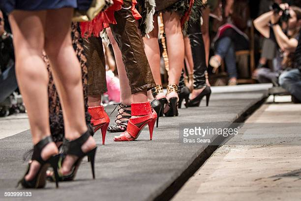 heeled - fashion week photos et images de collection