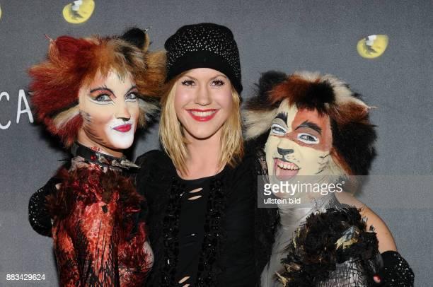 Hegenbarth Wolke Schauspielerin D mit Schauspieler Andres Perez Lopez als Kater 'Pouncival' und Schauspielerin Ines Hengl Pirker als Katze...