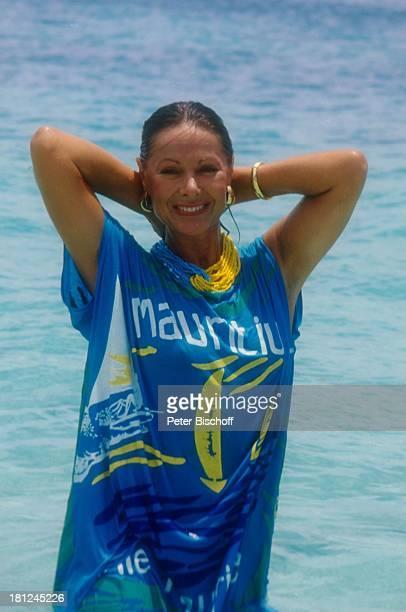 Heide Keller am Rande der Dreharbeiten zur ZDFReihe Traumschiff Folge 25 Mauritius Mauritius Urlaub sexy Meer Wasser Schauspielerin Promis Prominente...