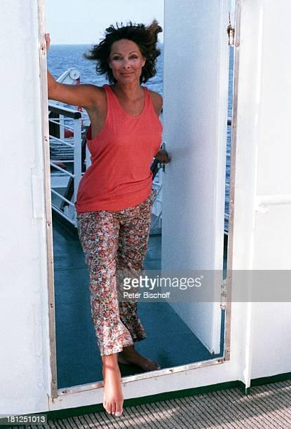 Heide Keller am Rande der Dreharbeiten zur ZDFReihe Traumschiff MS Berlin Kreuzfahrtschiff Kreuzfahrt Schiff auf Deck ModeAufnahmen Schauspielerin...
