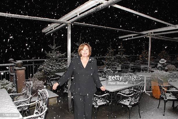 Heide Keller eingeschneite Terrasse vom 5SterneRelais ChateauxHotel Dollenberg Bad Griesbach Schwarzwald BadenWürttemberg Deutschland Europa erster...