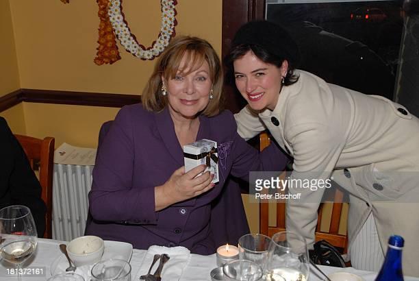 """Heide Keller , Esther Zimmering, Party zum 70. Geburtstag von Heide Keller, neben den Dreharbeiten zur ZDF-Reihe """"Traumschiff"""", Folge 62 """"Indian..."""