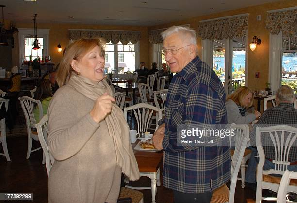 Heide Keller Gerd Bauer Party zum 70 Geburtstag von Heide Keller neben den Dreharbeiten zur ZDFReihe 'Traumschiff' Folge 62 'Indian Summer' 'Hotel...