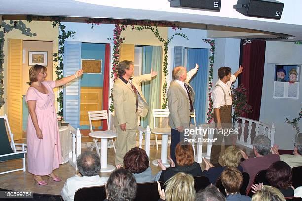 Heide Keller HansJuergen Baeumler EnsembleMitglieder Publikum Theaterpremiere Oh diese Frauen Bonn Kleines Theater Buehne Verbeugung Premiere