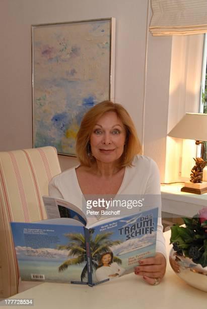 Heide Keller Homestory Bad Godesberg / Bonn NordrheinWestfalen Deutschland Europa Wohnung Wohnzimmer Buch Das Traumschiff Schauspielerin