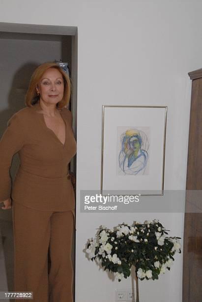 Heide Keller Homestory Bad Godesberg / Bonn NordrheinWestfalen Deutschland Europa Wohnung Wohnzimmer Bild Blume Schauspielerin