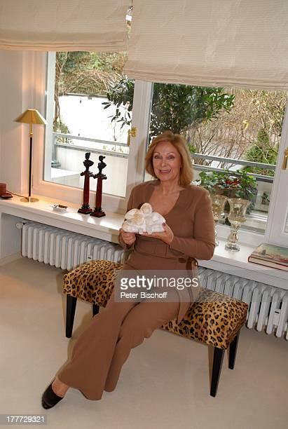 Heide Keller Homestory Bad Godesberg / Bonn NordrheinWestfalen Deutschland Europa Wohnung Wohnzimmer Bank KeramikFigur Schauspielerin