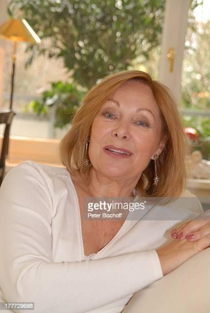Heide Keller Homestory Bad Godesberg / Bonn NordrheinWestfalen Deutschland Europa Wohnung Wohnzimmer Ohrringe Schmuck Schauspielerin