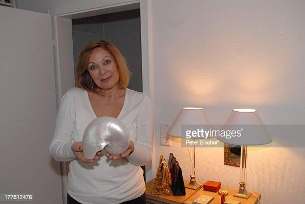 Heide Keller Homestory Bad Godesberg / Bonn NordrheinWestfalen Deutschland Europa Wohnung Muschel Souvenier Schauspielerin