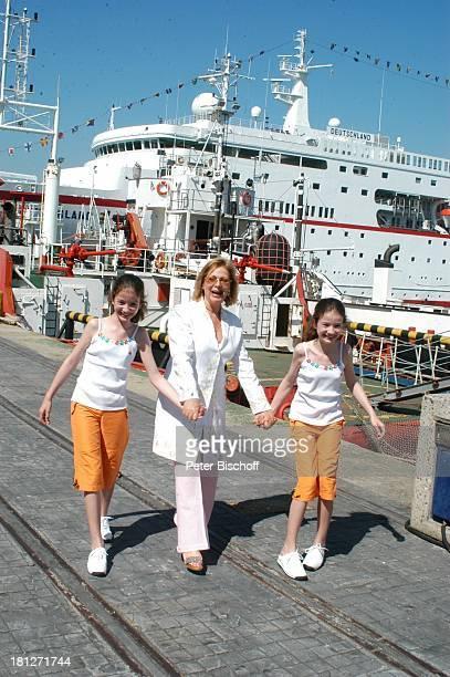 Heide Keller Katrin Brardt ZwillingsSchwester Wiebke Brardt vor den Dreharbeiten zur ZDFReihe Traumschiff Folge 53 Botswana Kapstadt Südafrika Afrika