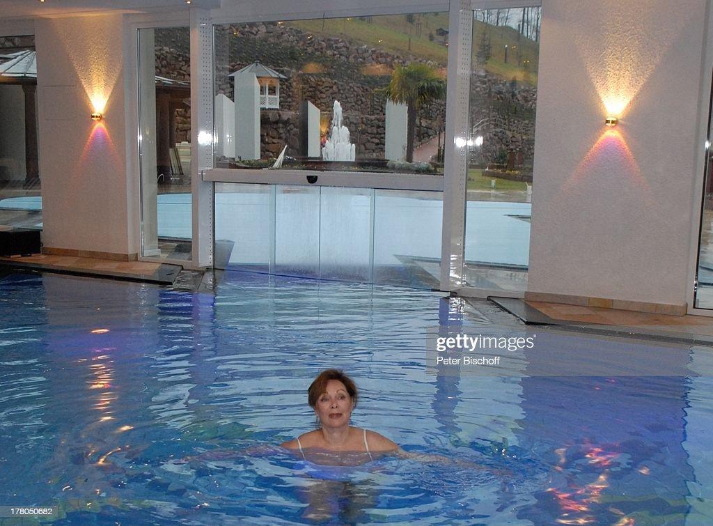 Schwimmbad Im Keller heide keller zdf traumschiff chefhostess beim schwimmen ku
