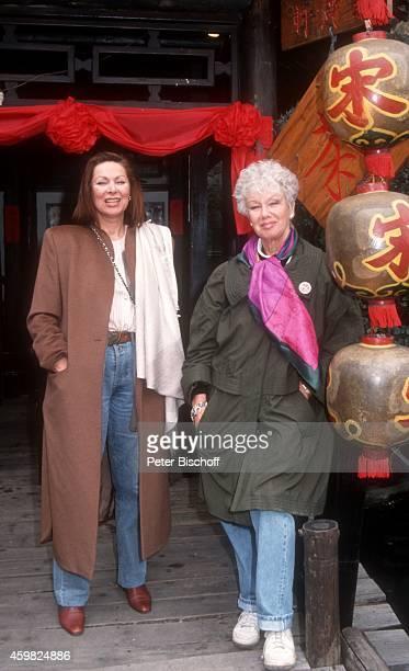 'Heide Keller Maria Sebaldt neben den Dreharbeiten zur ZDFReihe ''Traumschiff'' Folge 23 ''Hongkong'' am in Hongkong '