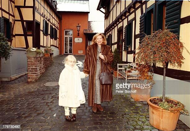 Heide Keller mit Patenkind Alina BadGodesberg Stadtbummel AdventWeihnachten