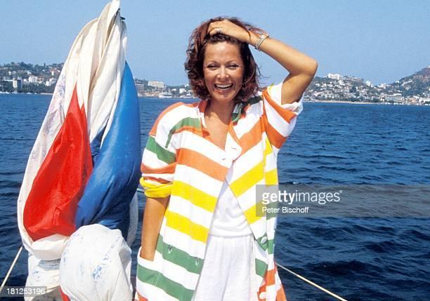Heide Keller neben den Dreharbeiten zur ZDFReihe Traumschiff Folge 16 Mexiko Acapulco Mexiko/Mittelamerika Meer Boot Segelboot Urlaub Schauspieler...