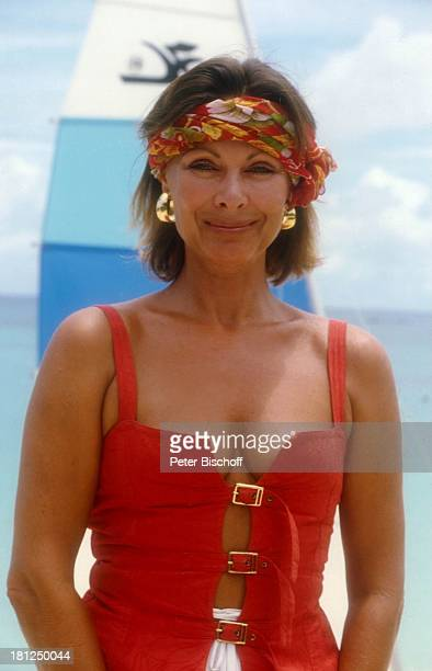 Heide Keller neben den Dreharbeiten zur ZDFReihe Traumschiff Folge 9 Puerto Rico Karibik Badeausflug Kopftuch Ohrringe sexy Meer Segel Urlaub...