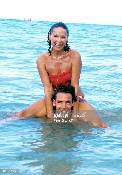 Heide Keller Sascha Hehn am Rande der Dreharbeiten zur ZDFReihe Traumschiff Folge 9 Puerto Rico San Juan Karibik Landausflug Ausflug Meer Bikini...