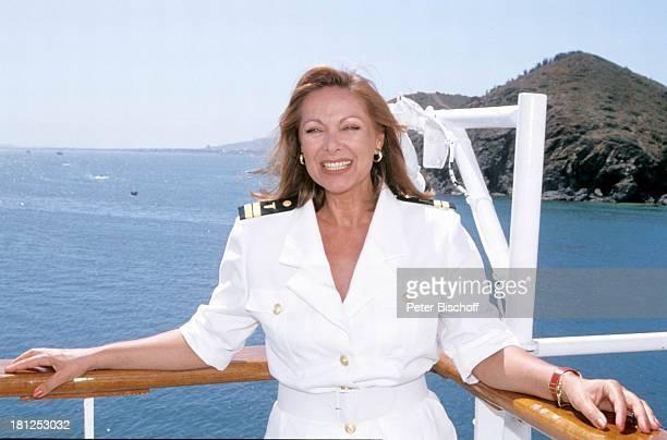 Traumschiff Folge 21 Ägypten Atlantik MS Berlin Kreuzfahrtschiff Kreuzfahrt Hut Uniform Reling Schauspielerin Promis Prominente Prominenter HD