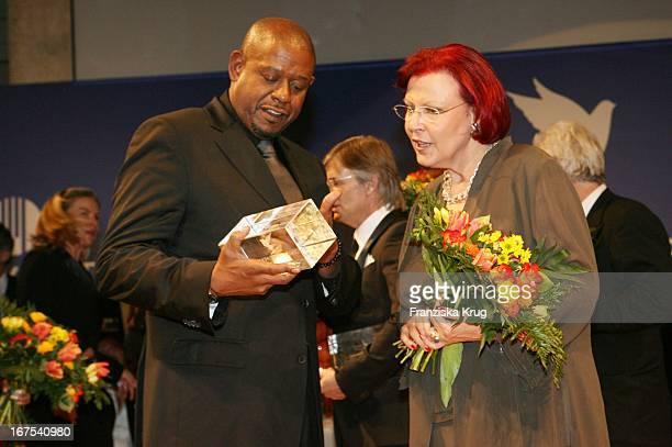 """Heidemarie Wieczorek - Zeul Und Forest Whitaker Auf Der Bühne Bei Der Gala Zu """"Cinema For Peace"""" Am 120207 In Berlin Am Rande Der 57. Internationalen..."""