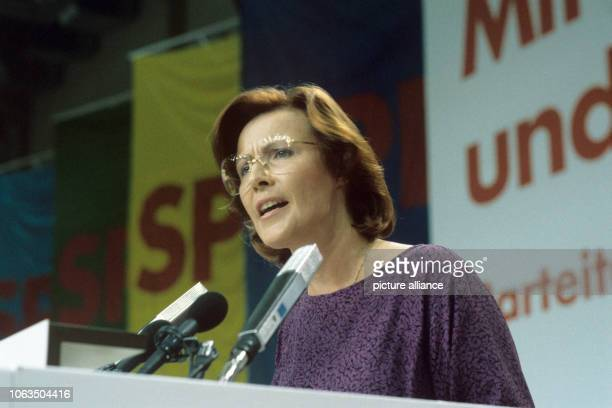 Heidemarie Wieczorek-Zeul gives a speech at the SPD party conference in Nuremberg on 25August 1986. In a secret ballot at the party conference of the...