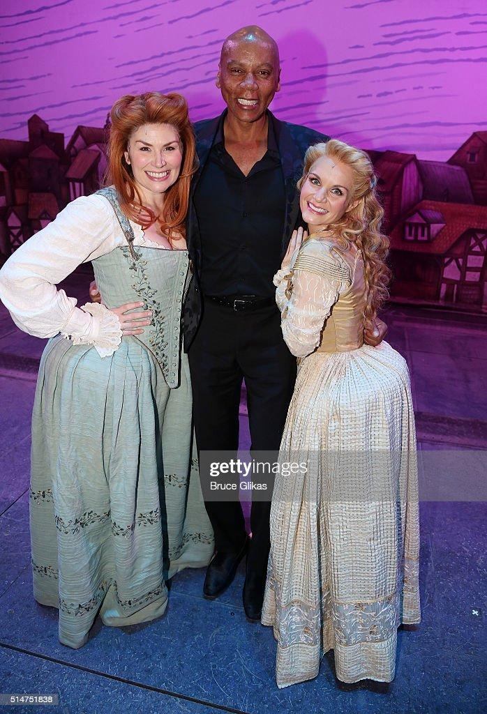 Celebrities Visit Broadway - March 10, 2016 : News Photo