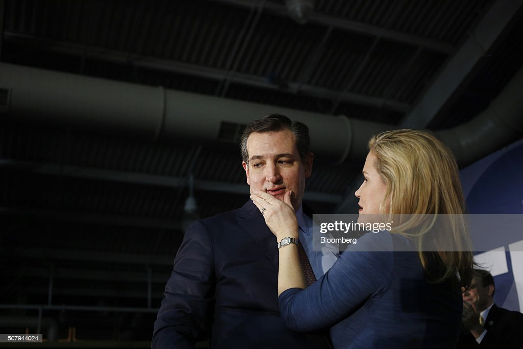 Presidential Candidate Ted Cruz Hosts Iowa Caucus Night Celebration : News Photo
